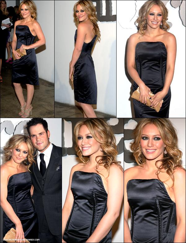 . FLASHBACK (07 Mai 2008) ~ Hil' assistant avec son mari Mike Comrie à l'événement Allure Magazine's. Juste glam' vêtue de noir ! .