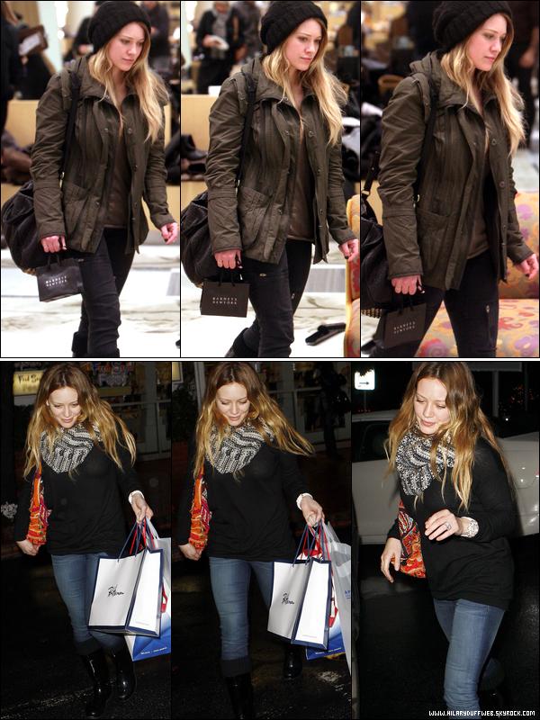 .  Lundi 20 Déc. : Hil' faisant du shopping dans le centre commercial Barneys à New York. Histoire de réchauffer sa carte bleue !   Mercredi 22 Déc. : C'est une Hilary en mode zombie qui a été aperçue quittant une boutique après y avoir fait du shopping......