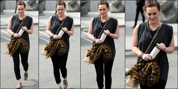 """. Samedi 19 Mars : Hilary allant faire du shopping dans la boutique """"Maxfields"""", serait-elle devenue une acheteuse compulsive ?."""
