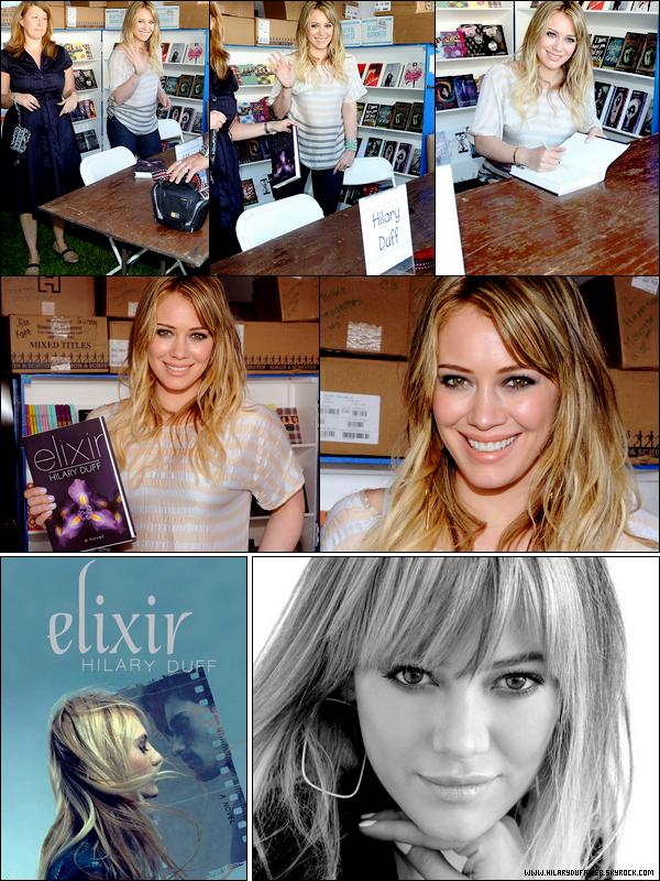 """.  Samedi 30 Avril : Cheveux gras, peau grasse; la Duff dans toute sa splendeur lors du festival du livre situé à Los Angeles.   & découvrez ci-dessous la couverture du roman """"Elixir"""" en édition de poche ainsi qu'une photo inédite en noir et blanc d'Hil'.."""