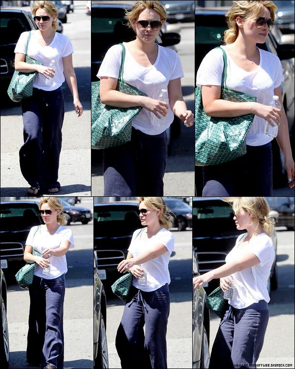 . Samedi 28 Mai : La Duff se promenant dans West Hollywood sans aucun style, aucune classe et aucun intérêt pour la mode....