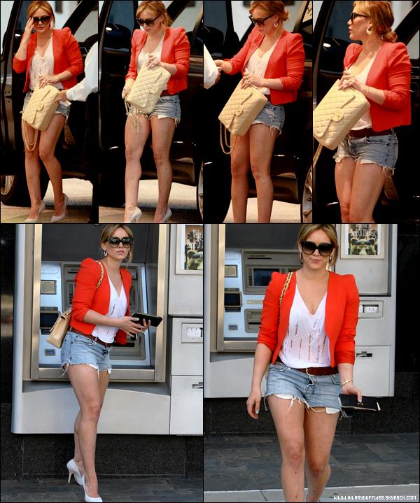 """. Jeudi 02 Juin : Hilary en mode """"après-midi ordinaire d'une star oubliée par l'industrie Hollywoodienne"""". Super comme vie, non ?."""