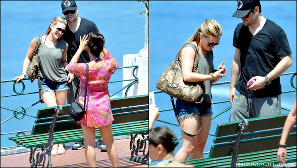 . Lundi 11 Juillet : Miss Hilary et son mari Mike Comrie passant un séjour en amoureux à Capri en Italie. .......They are so cute ♥.