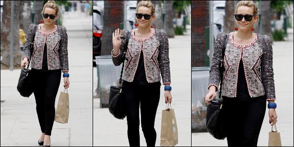 . J. 14 Juillet : Malgrè quelques projets professionnels discrets, la Duff continue à faire du shopping avec on ne sait quel argent !.