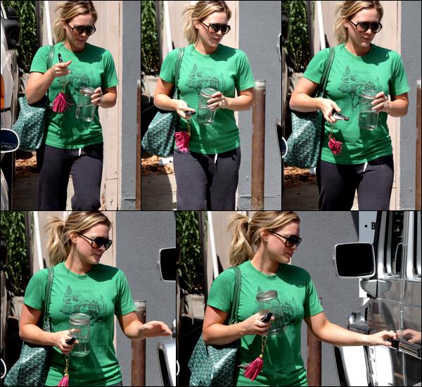 """.  Lundi 08 Août : Mme. Duff sortant d'un rendez-vous situé à Studio City puis quittant son cours de pilates. Du sport, du sport !   & découvrez ci-dessous quelques photos d'Hilary pour la marque de vêtements de danse et de sport """"Danskin"""".."""