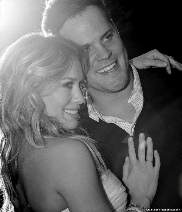 """.  INFORMATION EXCLUSIVE : Hilary Duff nous annonce qu'elle est enceinte !     . La nouvelle vient de tomber, après une année de mariage, H. annonce à ses fans sur son site officiel qu'elle est enceinte de son premier enfant; """"Nous voulons partager une nouvelle tellement excitante, que bébé sera le troisième dans notre famille !"""". C'est alors une grande surprise pour tout le monde; elle qui disait vouloir attendre encore plusieurs années n'aura pas tenu longtemps envers sa décision d'avoir un enfant. Sur un point de vue personnel, c'est une très bonne nouvelle pour la personne qu'elle est; avoir un enfant est quelque chose de magique et c'est une expérience à ne pas rater mais sur un point de vue professionnel, l'arrivée d'un enfant ne fera que retardé les projets de films et d'albums. L'avenir nous le dira... en tout cas félicitation au couple !   . Alors, heureux d'apprendre cette nouvelle ? Hâte de voir la bouille du petit Duff-Comrie ?    ."""
