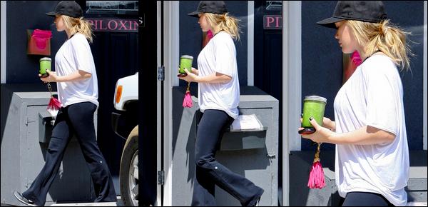 .  Samedi 13 Août : Hilary s'accordant une petite aprem' shopping à Malibu; sa carte de crédit est décidément sa meilleure amie !...   Lundi 15 Août : Le lendemain de son annonce, la future maman se rendait à son habituel cours de pilates situé à Toluca Lake. _-  Mardi 16 Août : La Duff faisant une nouvelle séance de shopping mais cette fois-ci à Beverly Hills. Que du sport et des achats....