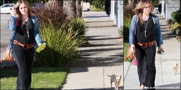 . Samedi 29 Oct. : Notre belle Hilary se rendant chez sa soeur Haylie en compagnie de sa chienne Lola (Toluca Lake)..