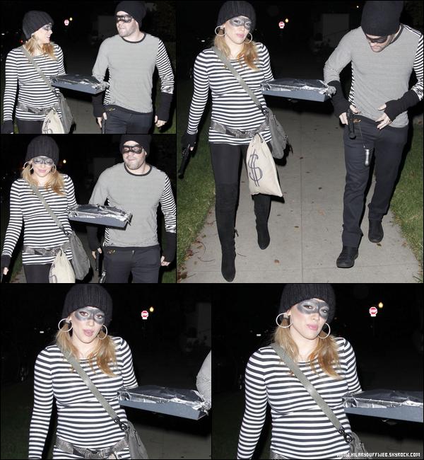 . Lundi 31 Oct. : La Duff faisant quelques achats puis se rendant le soir avec son mari Mike à une fête d'Halloween..