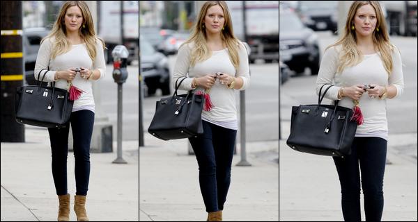 """. Jeudi 10 Novembre : Hil' se promenant dans Los Angeles puis plus tard, allant chauffer sa """"petite"""" carte de crédit.."""