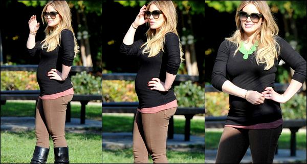 """. Vendredi 25 Nov. : H&M passant une journée en amoureux au """"Coldwater Park"""" de Beverly Hills.___ Ne sont-ils pas mignons ?."""