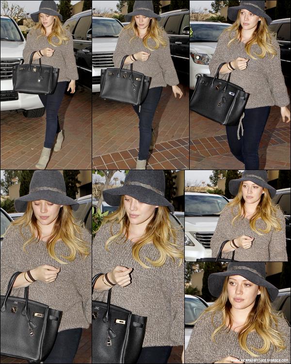 . Vendredi 02 Décembre : Notre Duff, plus fatiguée que jamais, se promenant seule dans les rues de Beverly Hills....