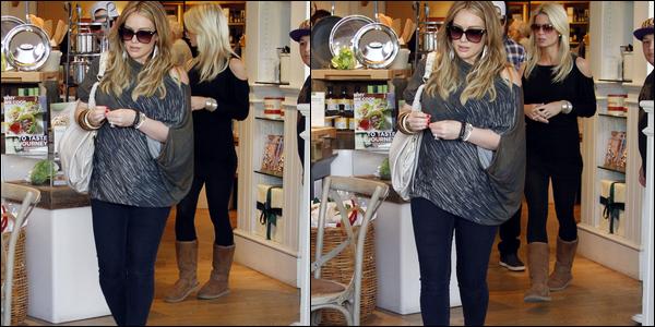 . Jeudi 29 Décembre : Hilary se consacrant à son activité favorite en compagnie de Mike et d'une amie (Beverly Hills)..