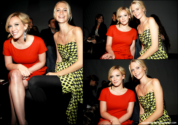 ". FLASHBACK (15 Février 2009) ~ Hilary participant avec une amie au ""DKNY Fall 2009 Fashion Show"". _So wonderful !  ."