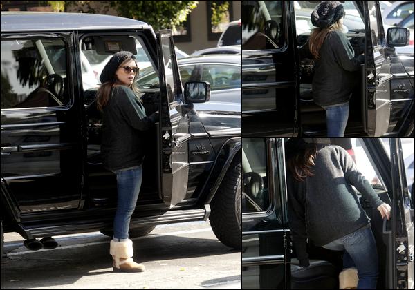 . Dimanche 22 Janvier : Hil' rejoignant sa voiture après avoir fait des courses puis se promenant plus tard dans L.A. avec Mike..