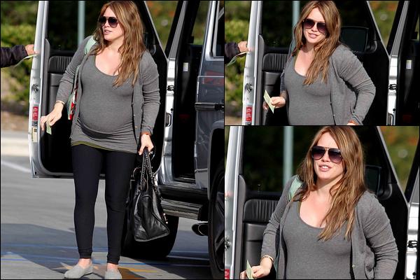 """. Mardi 31 Janvier : La Duff quittant son cours de pilates puis se rendant aux urgences de l'hôpital """"Saint Johns"""" à Santa Monica.."""