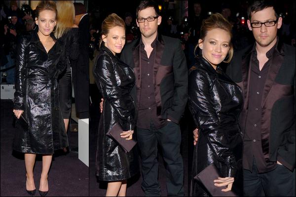 """. FLASHBACK (07 Février 2006) ~ Hil' célébrant la réouverture de la boutique """"Versace"""" dans la cinquième avenue de Manhattan... ."""