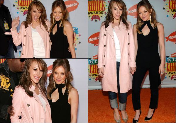 . FLASHBACK (01 Avril 2006) ~ Les soeurs Duff lors de la cérémonie des Kid's Choice Awards 2006 qui se déroula à Los Angeles... .