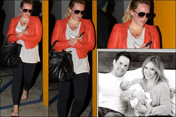 .  Mercredi 11 Avril : Hilary quittant au naturel sa séance de pilates puis sortant d'un restaurant avec quelques plats à emporter.   Jeu. 12 Avril : Hil', rouge comme une écrevisse, quittant un cours de gym  + Première photo portrait de la famille Duff-Comrie..