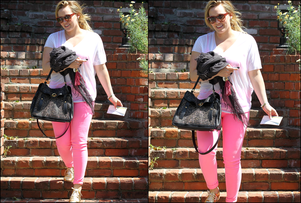 . Jeudi 17 Mai : H., en mode Bisounours, quittant la maison d'une de ses amies à Studio City. Les séances de pilates fonctionnent..