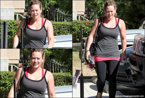 . 02/10/12 : Hil' se rendant une fois de plus à son cours de gym situé à L.A. : tous ces efforts commencent à porter leurs fruits !.