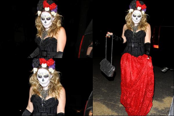 . 26/10/12 : Hilary Duff en zombie mexicaine et Mike Comrie en squelette, se rendaient à une fête d'Halloween à Beverly Hills..