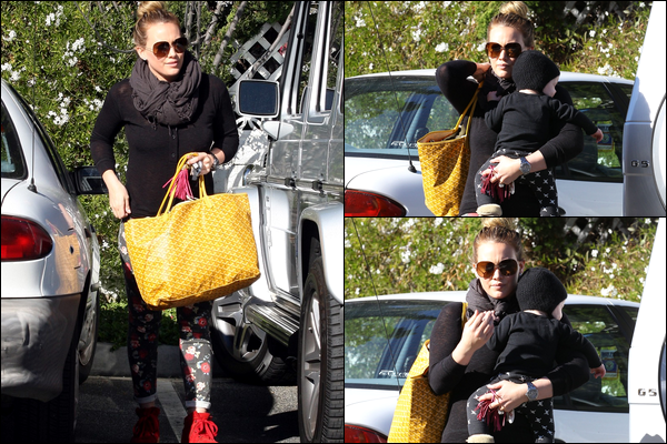 . 11/11/12 : Maman Hilary allant faire quelques courses avec son adorable Luca à Los Angeles. Sa tenue : TOP, BOF ou FLOP ?.