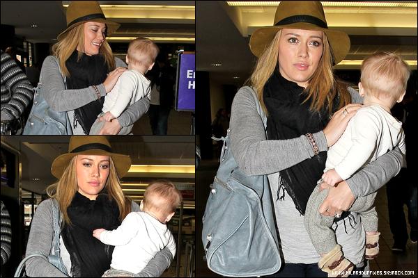 . 14/11/12 : H., le sourire aux lèvres, se rendant avec son fils Luca à son habituel cours pour jeunes mamans situé à Los Angeles..