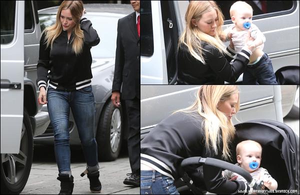 . 28/11/12 : Hilary, en mode acheteuse compulsive, faisant une petite sortie shopping en plein Los Angeles avec son fils Luca....