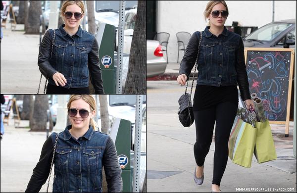 . 03/12/12 : Hilary allant chauffer sa carte de crédit dans des boutiques de Beverly Hills avec la compagnie de son adorable Luca..