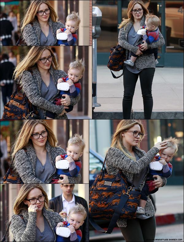 . 16/12/12 : La Duff, éperdument amoureuse, quittant un cinéma situé à Los Angeles en compagnie de son tendre époux Mike..
