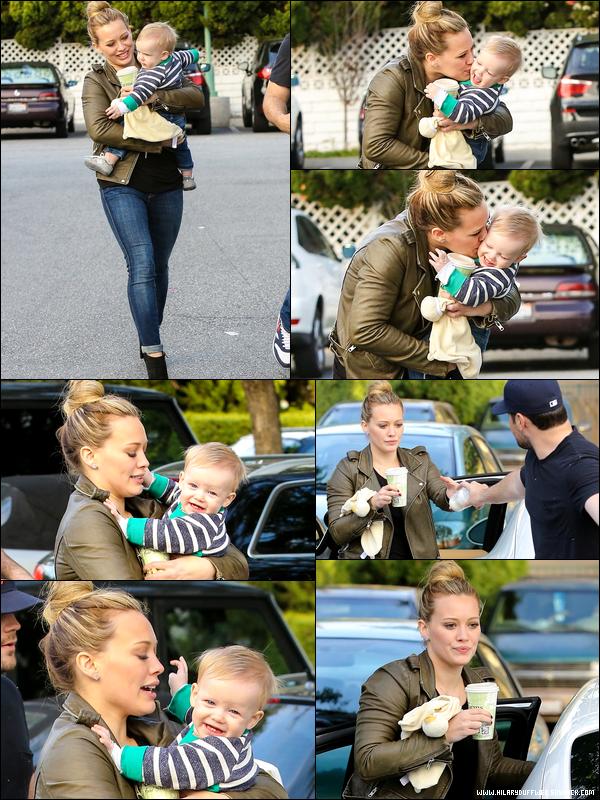 """. 22/12/12 : Bébé Luca se rendant au restaurant """"The Farm"""" de Beverly Hills avec sa maman Hilary ainsi que sa tatie Haylie...."""