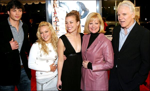 . FLASHBACK (14 Décembre 2003) ~ H. présente avec ses co-stars lors de la première du film « Treize à la Douzaine » à L.A. ! .