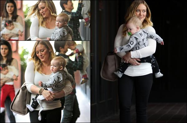 . 09/01/13 : Hilary se rendant une nouvelle fois à son habituel cours pour jeunes mamans en compagnie de son adorable Luca....