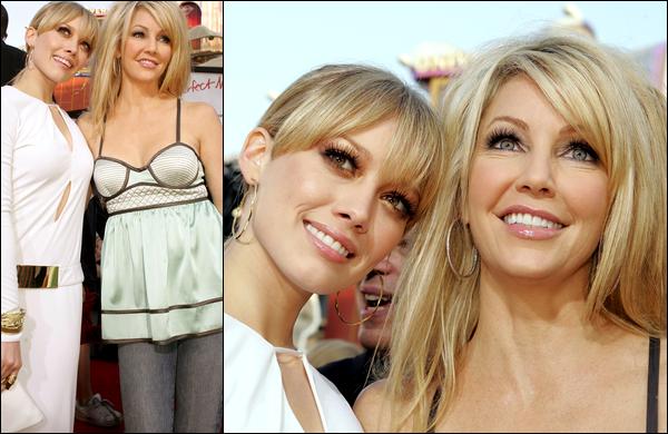 . FLASHBACK (13 Juin 2005) ~ Hilary présente avec sa s½ur Haylie lors de la première du film « L'Homme Parfait » à L.A. ! .