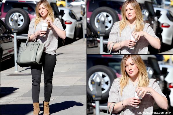 . 18/01/13 : Notre charmante Duff, en mode belle gosse, se rendant à un rendez-vous d'affaires dans le centre de Los Angeles....