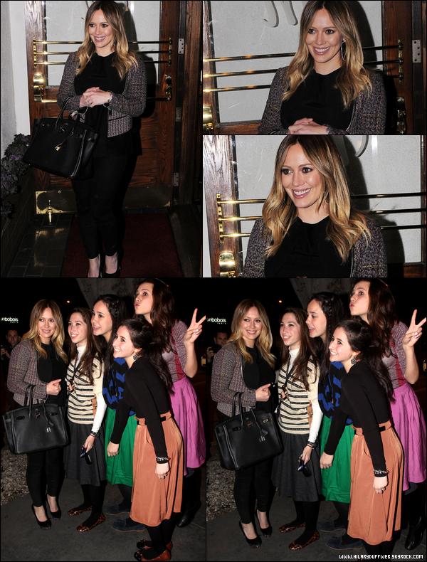 . 25/01/13 : La Duff quittant, Starbuck en main, la maison d'une amie située à Beverly Hills. Rien de vraiment passionnant... !.