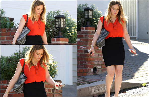 """. 11/02/13 : Madame Duff se rendant à un rendez-vous d'affaire puis plus tard, quittant l'épicerie """"Ralph's"""" de Beverly Hills...."""