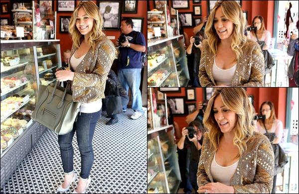 . 12/02/13 : H. a été aperçue, après une réunion d'affaire, dans une boutique de Cupcackes située en plein Los Angeles. TOP ♥.