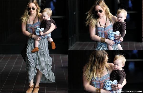 . 12/03/13 : Hil' et bébé Luca se rendant chez leur médecin généraliste pour une consultation médicale du petit; (Beverly Hills)..