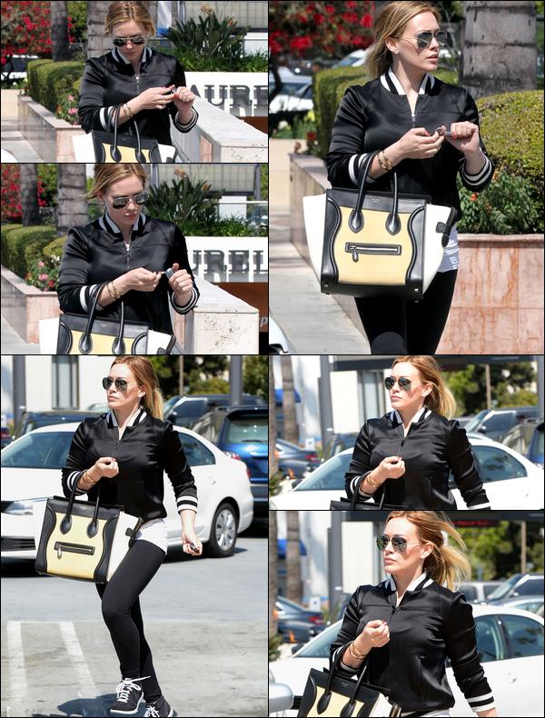 . 22/03/13 : La Duff se rendant dans la matinée chez un teinturier situé aux alentours de Los Angeles..._TOP, BOF ou FLOP ?.