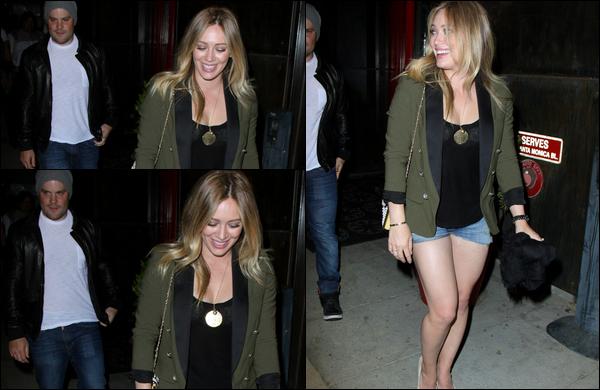 """. 06/04/13 : Petite sortie du soir pour Hilary, son mari Mike et un ami au restaurant """"Mercato Di Vetro"""" situé à Los Angeles...."""