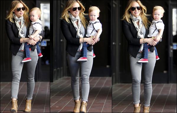 . 17/04/13 : Notre Duff se rendant avec son adorable petit Luca à son cours pour jeunes mamans; toujours situé à Los Angeles..