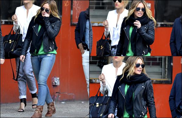 . 01/05/13 : Notre belle et charmante Duff, en mode Agent Lisbon, se promenait dans les rues de New York avec quelques amis..