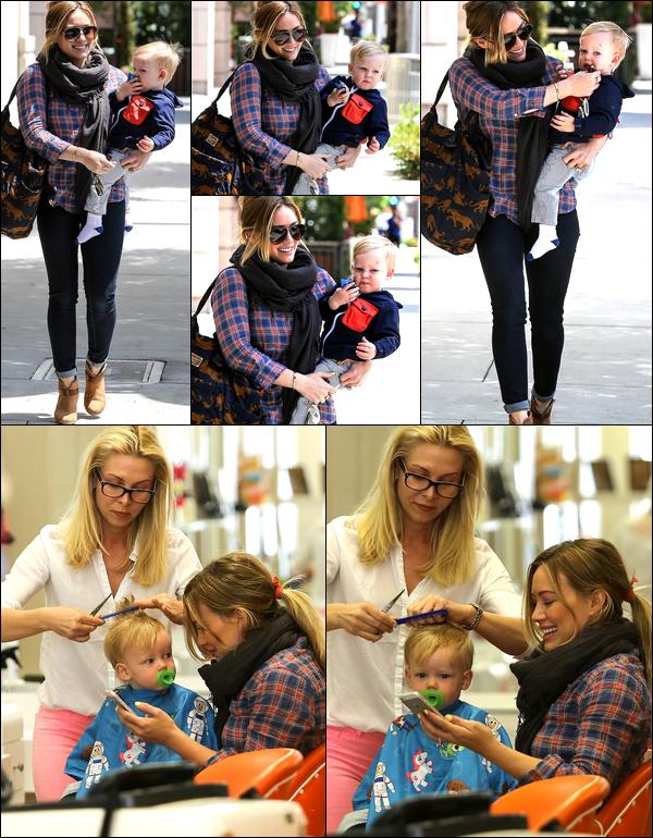 . 07/05/13 : Maman Hilary se rendant avec bébé Luca vers un salon de coiffure situé à Beverly Hills. .Trop cute tous les deux !.