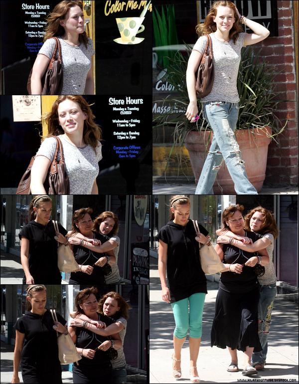 . FLASHBACK (29 Juin 2006) ~ Hil' en mode vilaine pas belle, se promenait avec sa mère et sa soeur à L.A.; .TOP ou FLOP ? .