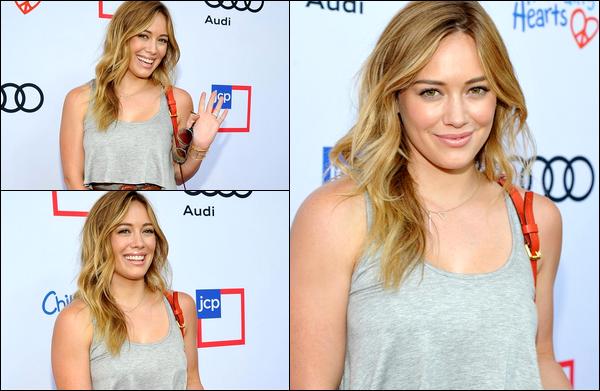 . 08/06/13 : La Duff se rendant en compagnie d'une amie à l'inauguration d'une gallerie d'art à Los Angeles; .plus de photos....