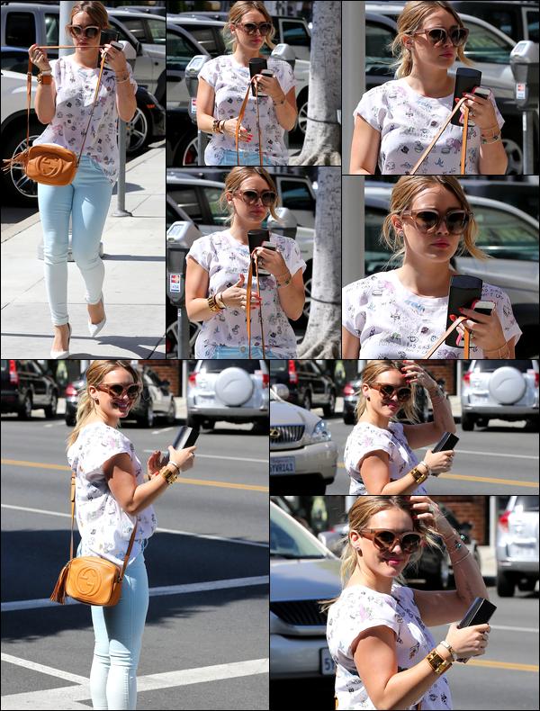 . 19/06/13 : Hilary errant dans les rues de Los Angeles. Dans la matinée, elle allait avec Luca à son cours pour mamans; photos..