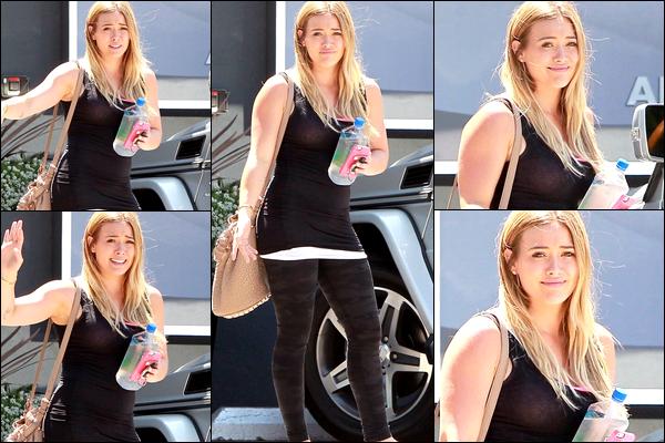 . 20 Août 2013 : Ayant enfin du temps libre pour elle-même, Hil' se rendait à son cours de pilates situé à Los Angeles....