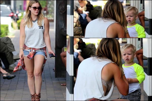 . 02 Septembre 2013 : Maman Hil' faisant quelques courses avec son fils Luca à Los Angeles..Oh le vilain petit caprice !.